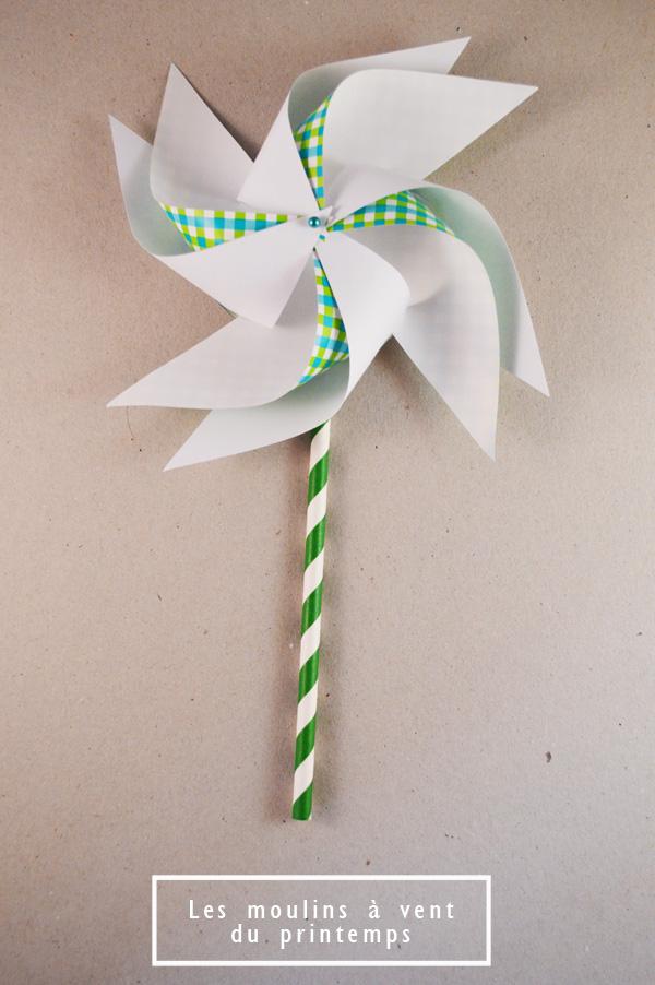 moulin à vent en papier seul