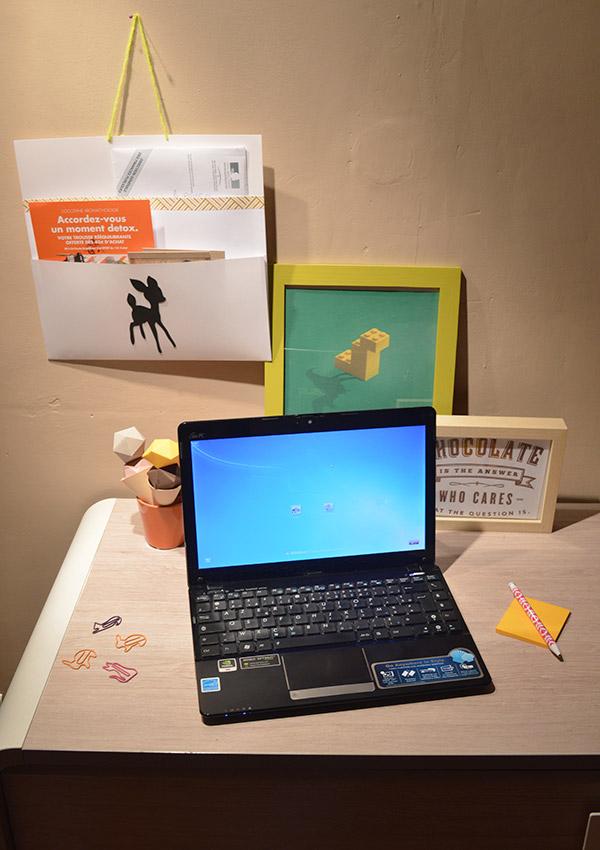 Bureau avec organiseur de papier DIY rapide à faire