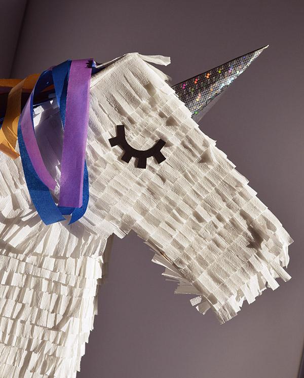 Zoom tête pinata licorne DIY